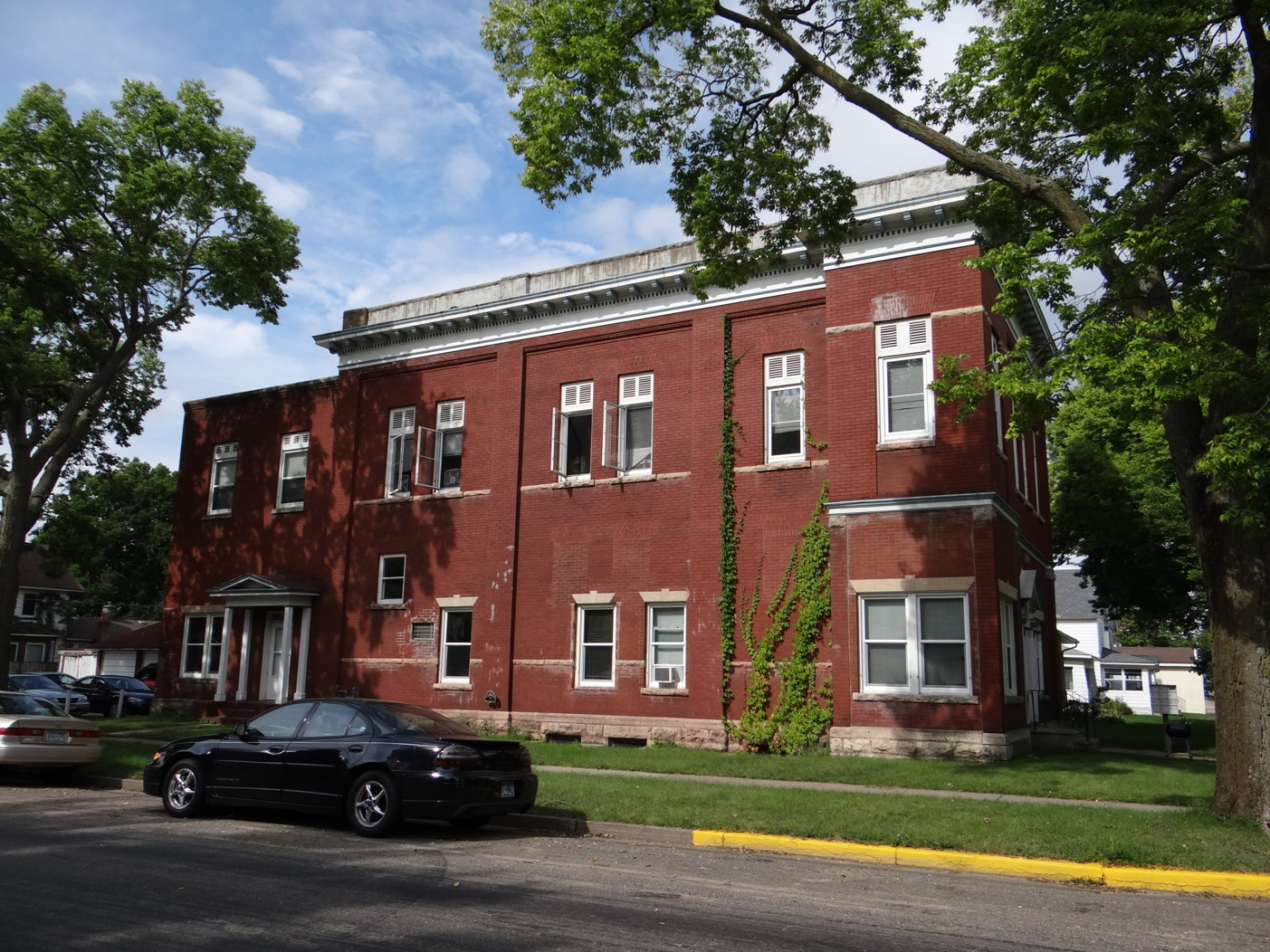 Winona state university three bedroom apartment with free heat 365 bedroom off campus student for 1 bedroom apartments winona mn