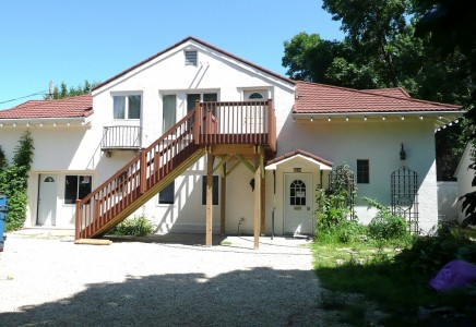 Winona State University off campus student housing at 350 West 5th