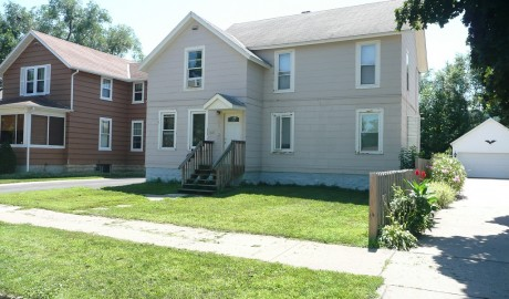 Winona State University off campus student housing at 159 1/2 E. 9th St.