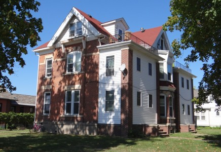 Winona State University off campus student housing at 276 East 7th Street #4