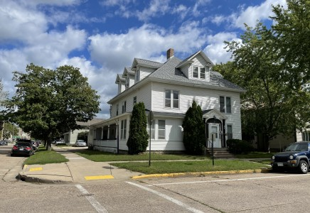Winona State University off campus student housing at 121 w 7th street #2