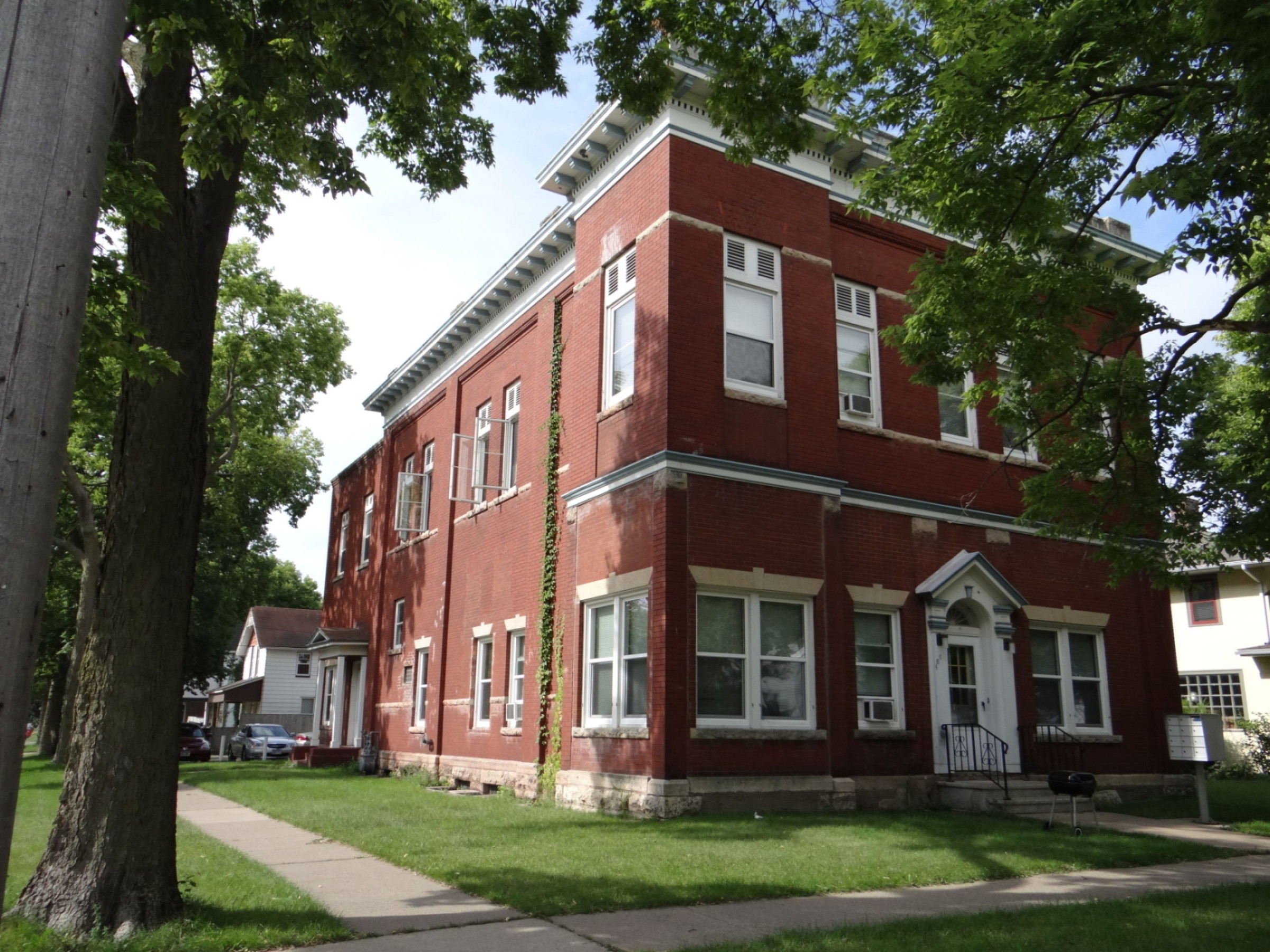 Winona State 3 Bedroom Apartment 335 Bedroom With Free Heat Off Campus Student Housing Near